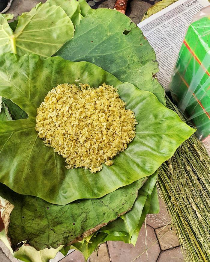 Cốm là món ăn vặt đặc sản của riêng Hà Nội được lưu giữ bao đời nay.