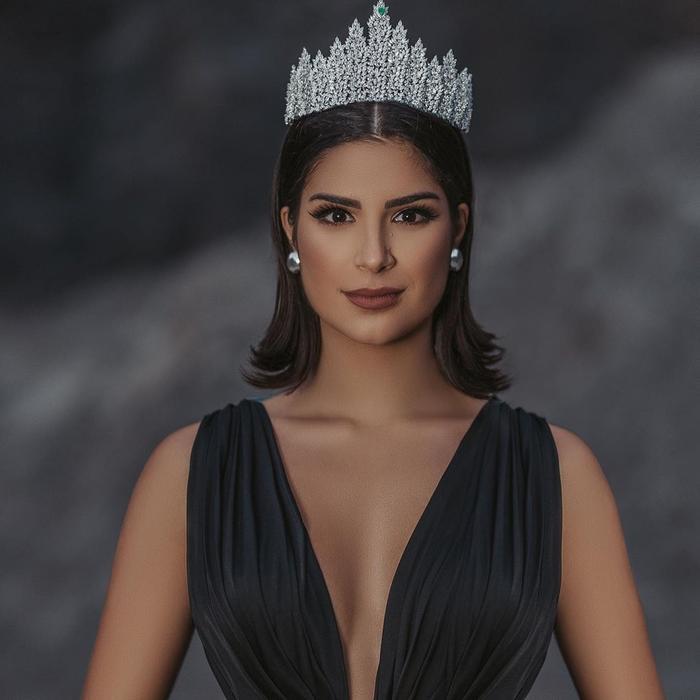 Hoa hậu Hoàn vũ Brazil - Júlia Horta lọt mắt xanh của H'Hen Niê và là 1 trong hai thí sinh cô yêu thích nhất trong dàn thí sinh Miss Universe 2019.