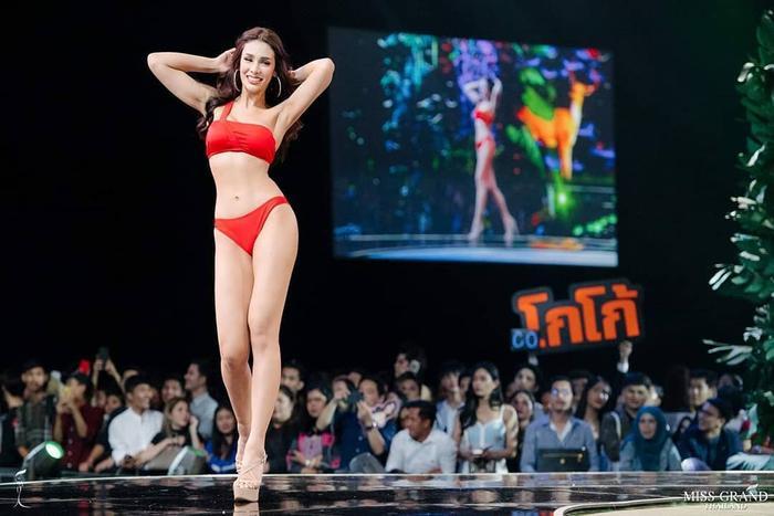 Đại diện Thái Lan sở hữu gương mặt xinh đẹp cuốn hút, chiều cao 1m75 và số đo ba vòng gợi cảm.