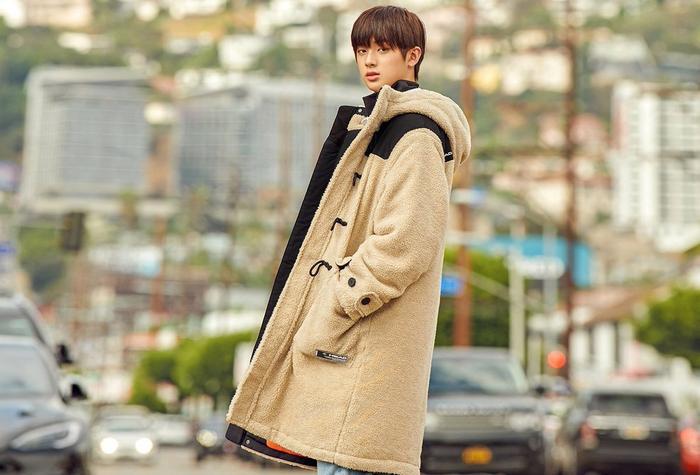 Ngoài âm nhạc, chàng trai sinh năm 2001 còn hứng thú với lĩnh vực phim ảnh. Dự kiến sẽ debut làm diễn viên trong tương lai.
