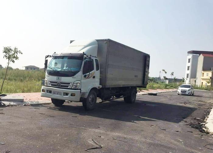 Chiếc xe tải chở chất thải bị tạm giữ.