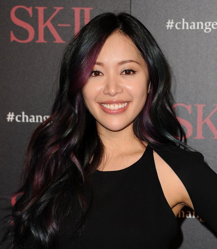 """Michelle Phan – nhà trang điểm nổi tiếng người Mỹ gốc Việt nhờ đăng tải những đoạn video dạy cách trang điểm và làm đẹp trên YouTube, tên tài khoản cũ của Michelle là """"RiceBunny"""". Cô cũng là gương mặt đại diện trên mạng của hãng mỹ phẩm Lancôme. Hiện tại cô là chuyên gia nữ số một về trang điểm trên YouTube"""