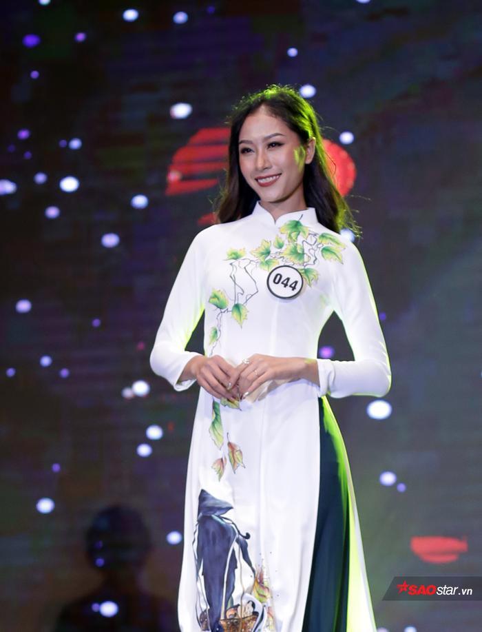 Nữ sinh nhỏ tuổi nhất đăng quang Hoa khôi ĐH Hà Nội 2019 sau 11 năm vắng bóng