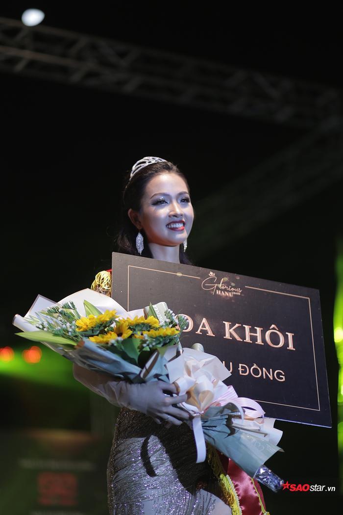 Là thí sinh nhỏ tuổi nhất cuộc thi, song Khánh Ly đã đăng quang ngôi vị hoa khôi đầy xứng đáng trong sự chúc mừng của tất cả mọi người.