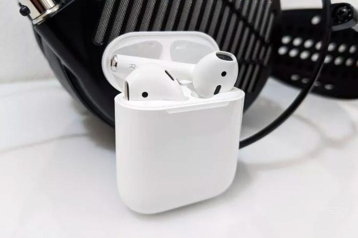 AirPods là một trong những sản phẩm thành công nhất của Apple trong vài năm trở lại đây. (Ảnh: The Verge)