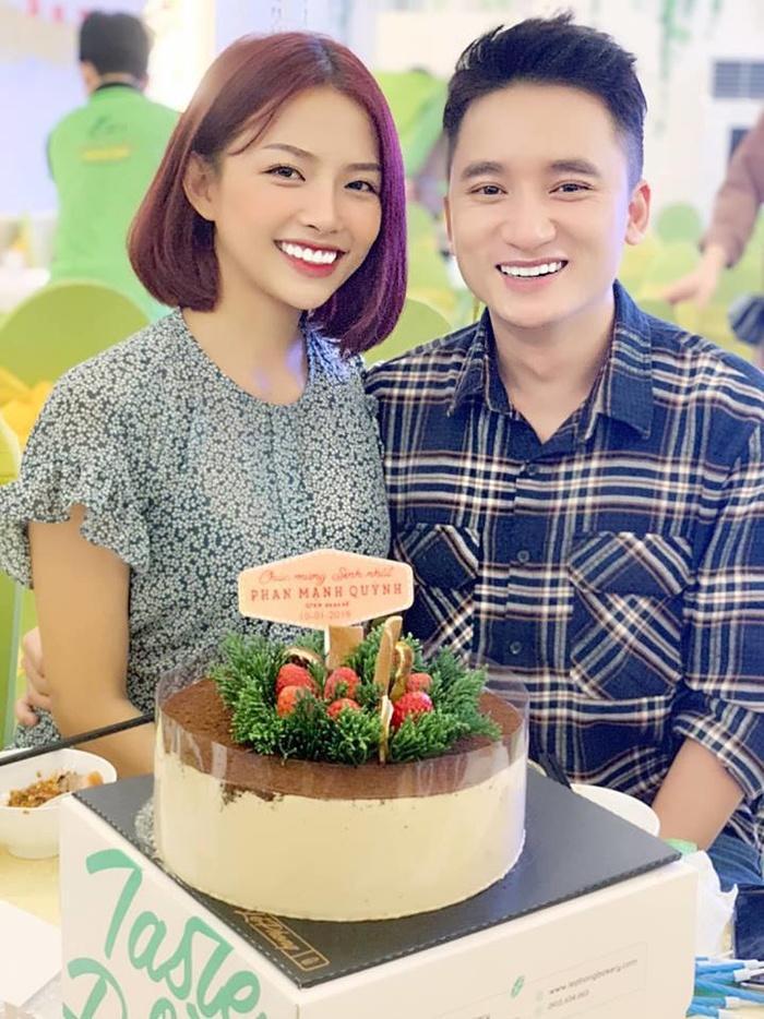Được biết, Phan Mạnh Quỳnh và bạn gái dự kiến sẽ tổ chức đám cưới vào ngày 1/12 tới đây.