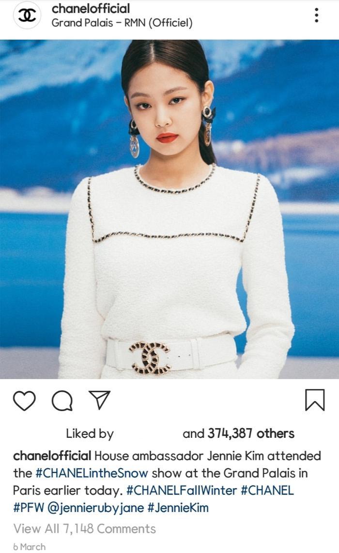 Đến tháng 3 năm nay, nữ ca sĩ đã chính thức được nhận danh phận đại sứ thương hiệu của Chanel.