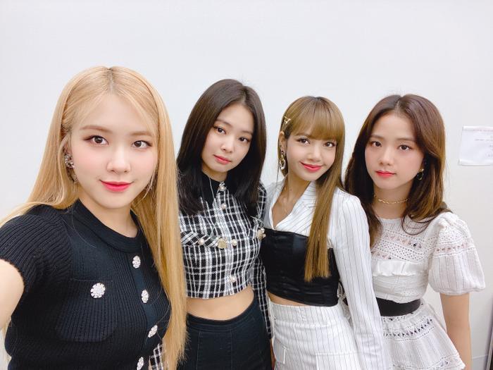 """Rosé, Jennie, Lisa và Jisoo đều có những yếu tố """"hút fan"""" riêng."""
