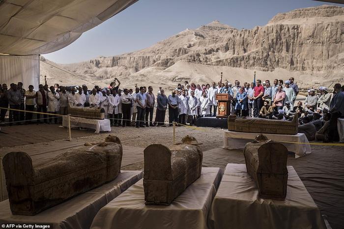 Rất đông người dân và khách du lịch tới xem các xác ướp 3.000 năm.