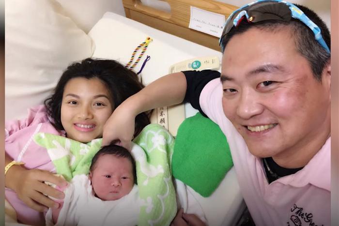 Ngày bé Sa ra đời, cuộc đời nữ YouTuber như có thêm sức mạnh, niềm vui và động lực sống. Hai vợ chồng Quỳnh Trần vỡ òa trong hạnh phúc.