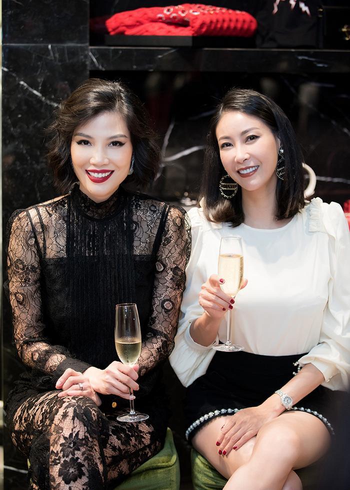 Hoa hậu Hà Kiều Anh hội ngộ Vũ Cẩm Nhung, ngoài đời họ là những người bạn tâm giao