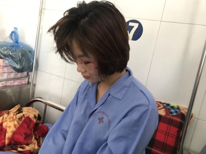 Chị H. chịu nhiều thương tổn và hoảng sợ sau vụ việc.
