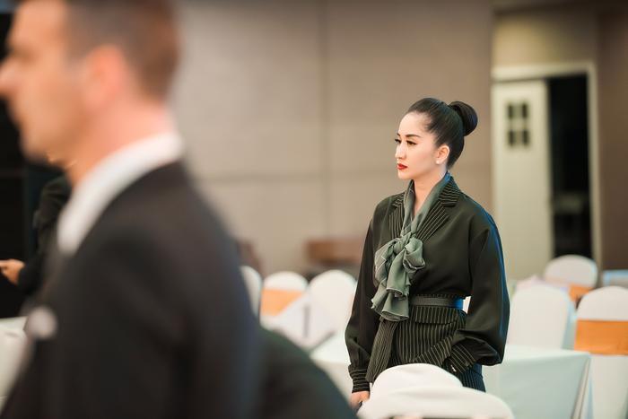 Khánh Thi bị stress vì vừa lo cho chồng thi đấu, vừa điều hành cơ cở dancesport