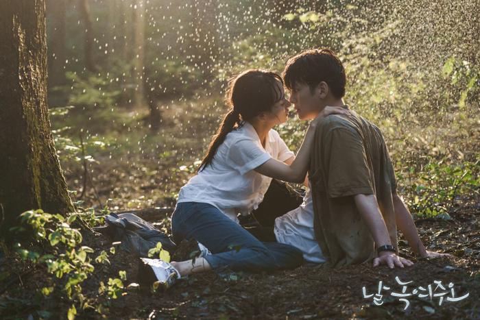 Cảnh hôn nóng bỏng của Ji Chang Wook  Yoon Se Ah đạt lượt view cao nhất Nhẹ nhàng tan chảy ảnh 2