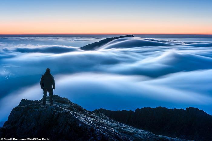 Khung cảnh vô cùng tráng lệ và huyền ảo trên núi Snowdon, phía bắc xứ Wales đã giúp Gareth Mon Jones giành giải thưởngNhiếp ảnh gia thời tiết 2019