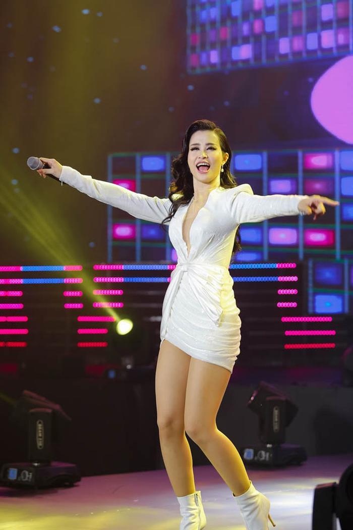 Nàng ca sĩ tài năng Đông Nhi.