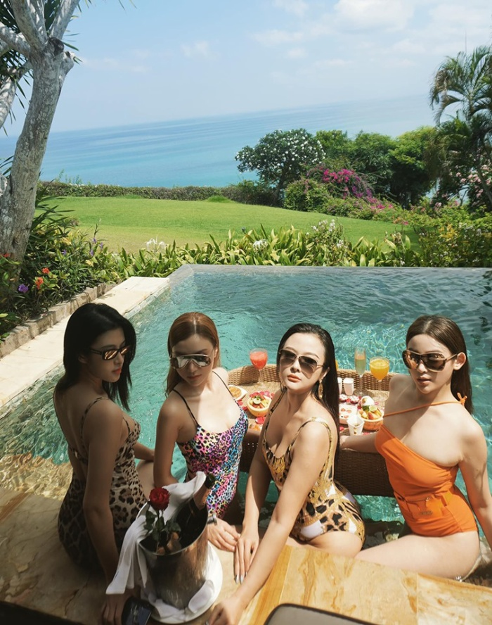 Huyền Baby cùng hội chị em đón sinh nhật 30 tuổi cực 'sang chảnh' tại Bali