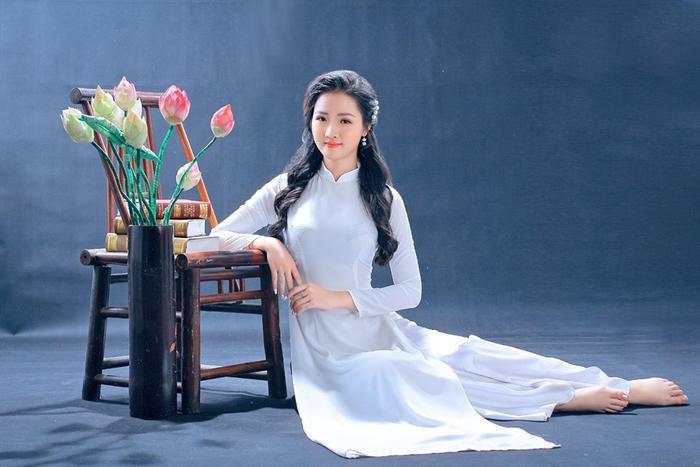 Tự nhận xét về bản thân, Khánh Ly cho biết mình là người sôi nổi, năng động và thường xuyên tham gia các hoạt động tình nguyện tại địa phương.