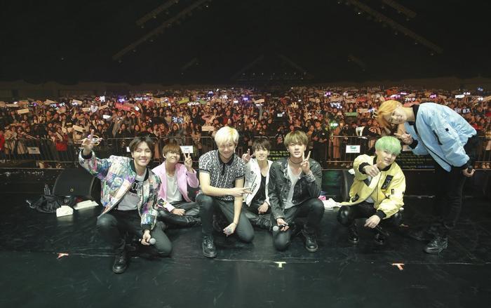 Những fan cứngcó thể chi30 USDđể được gia nhập cộng đồng fan chính thức của nhóm nhạc BTS.