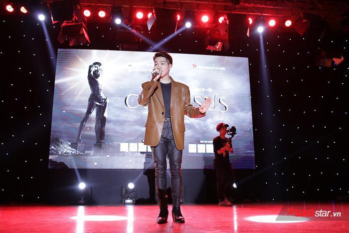 Khách mời của đêm nhạc là ca sĩ Đức Phúc – điểm nhấn của chương trình đêm nhạc hội đã thu hút sự cổ vũ cuồng nhiệt của các sinh viên, tân sinh viên trong trường.