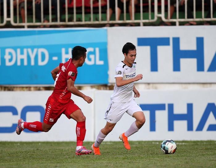 Văn Toàn đã in dấu giày lên 20 bàn thắng ở V.League 2019.