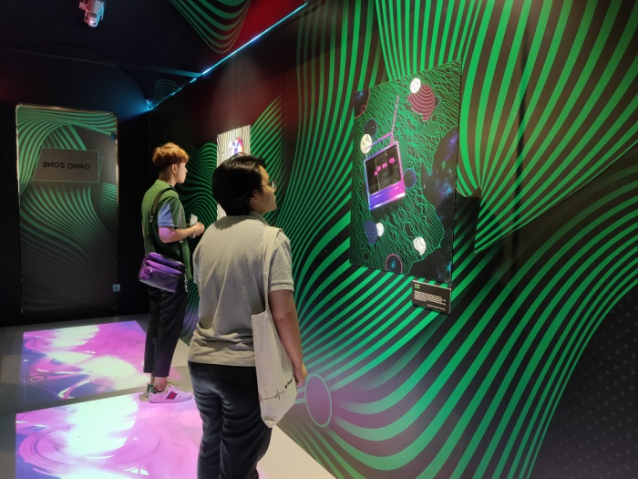 Khu trưng bày tác phẩm nghệ thuật lấy cảm hứng từ OPPO Reno2 tại triển lãm của Halogrphy