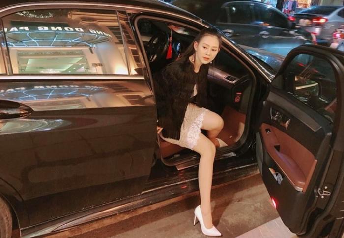 Chiếc Range Rover màu đen trị giá 7 tỷ đồng Yến Xôi dùng để đi lại