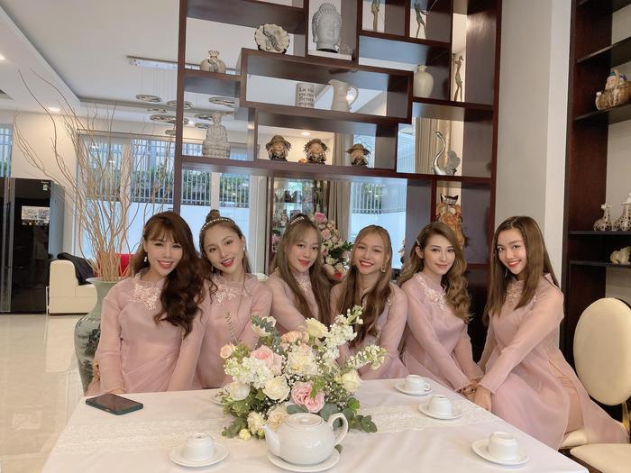 Vừa comeback, LipB cùng Khổng Tú Quỳnh  Lan Nhi làm phụ dâu xinh đẹp cho Đông Nhi ảnh 8