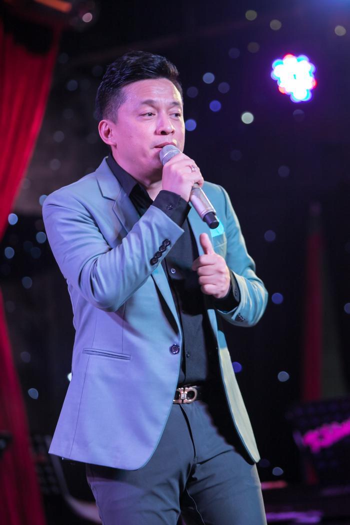 Lam Trường tại đêm nhạc.