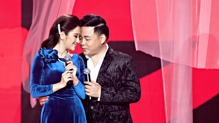 Tố My khẳng định cô và Quang Lê thân thiết như anh em trong nhà nên diễn cảnh tình cảm không hề ngại ngùng.