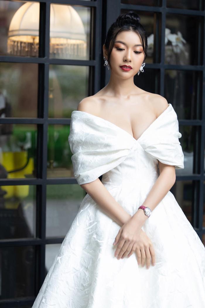 Tạm chia tay Miss Universe Vietnam, á hậu Thúy Vân khoe vẻ đẹp kiều diễm 'đốn tim' fan