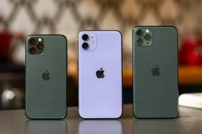 Bộ ba iPhone mới của Apple cuối cùng cũng chuẩn bị được bán ra tại Việt Nam. (Ảnh: The Verge)