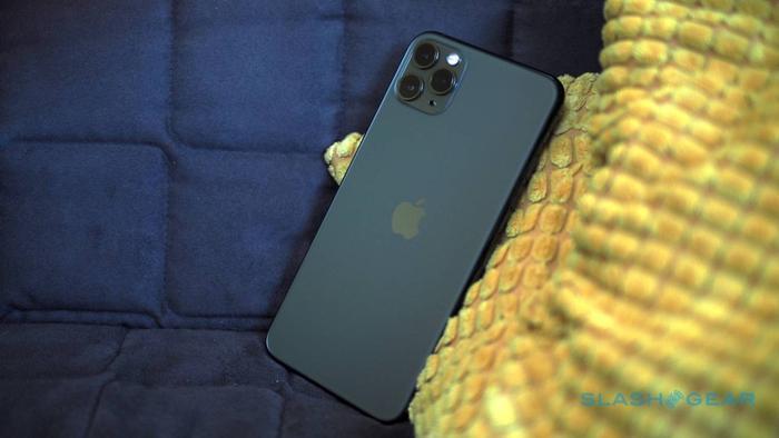 iPhone 11 Pro Max xanh bóng đêm là chiếc iPhone được đặt nhiều nhất tại Việt Nam. (Ảnh: SlashGear)