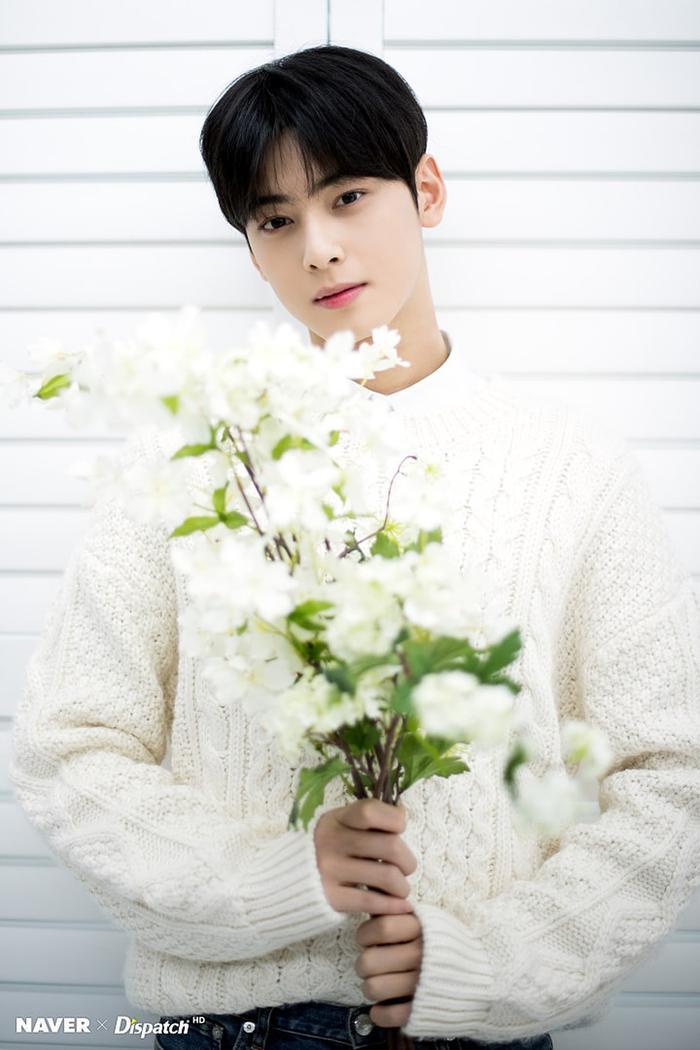 Cha Eun Woo: 22 tuổi (1997).