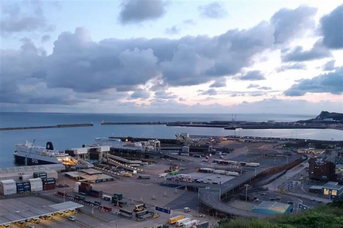 Dover Eastern Docks, nơi 58 người di cư được tìm thấy đã chết vào năm 2000. Ảnh: PA.