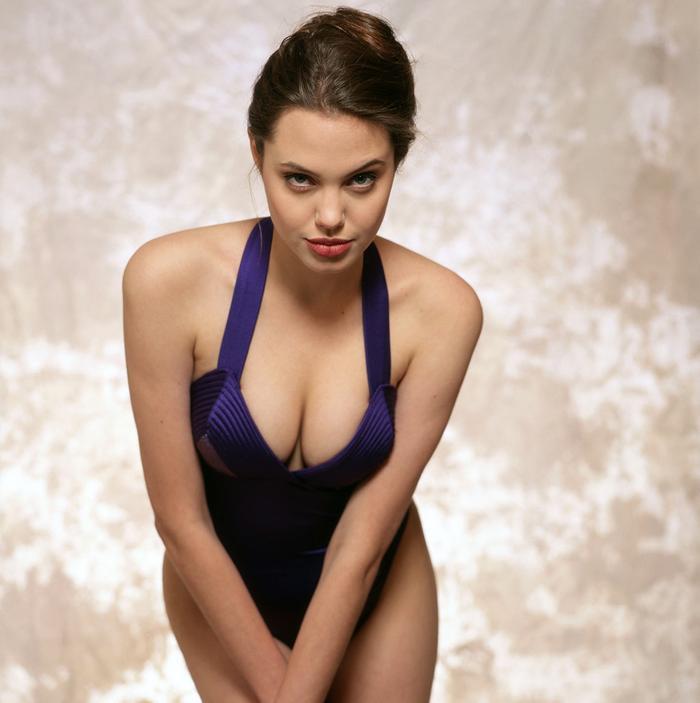 Cho dù thời gian trôi qua, Angelina Jolie vẫn là nữ minh tinh xinh đẹp bậc nhất