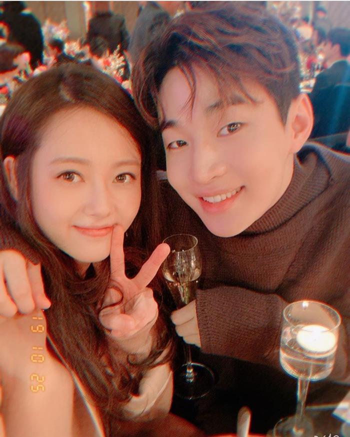 Go Ara tái hợp Yoo Ah In sau 15 năm, đoàn tụ bên Jessica Jung và Henry ảnh 4