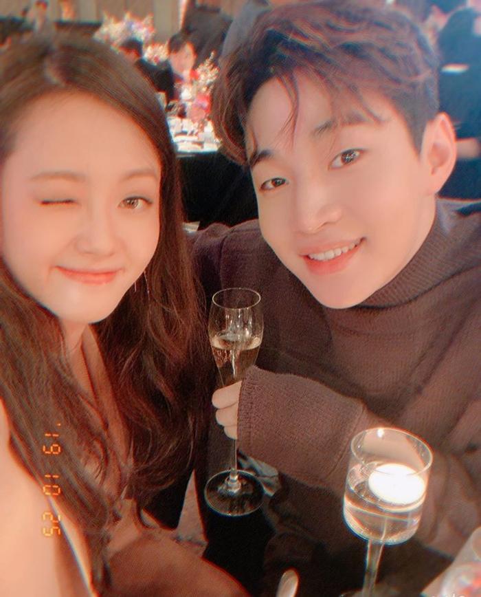 Go Ara tái hợp Yoo Ah In sau 15 năm, đoàn tụ bên Jessica Jung và Henry ảnh 3