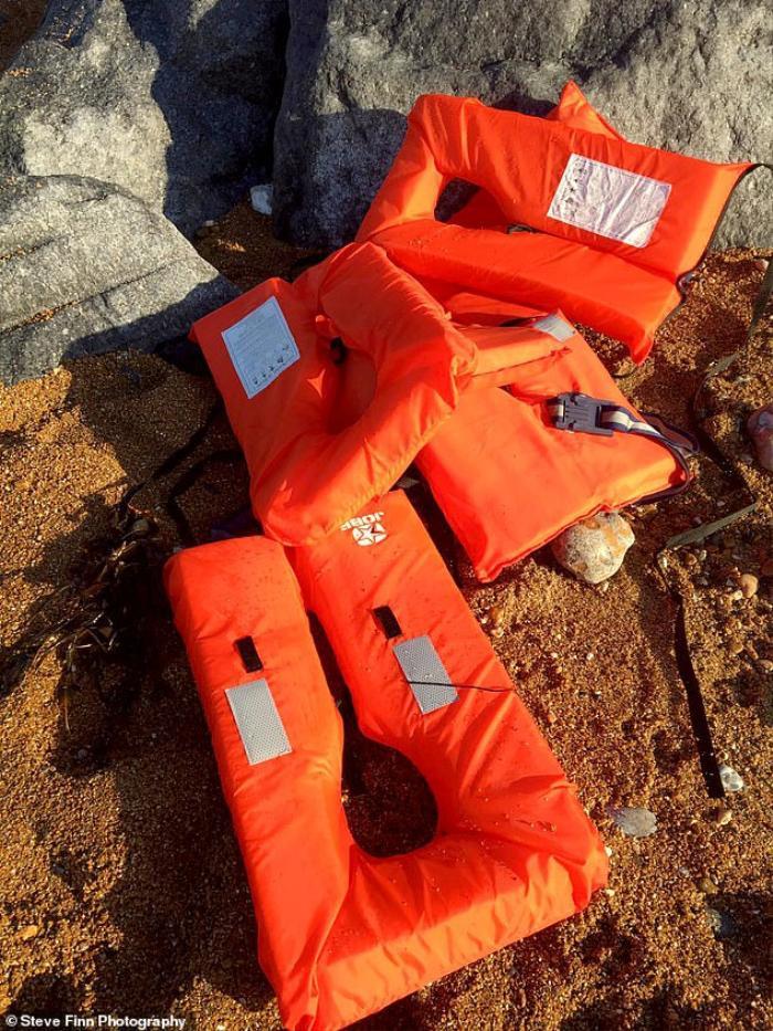 Nhập cư trái phép vào Anh bằng đường biển, 14 người suýt chết đuối