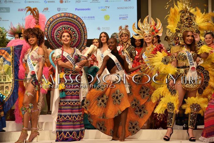 Nhóm trang phục dân tộc của các quốc gia Châu Phi – Mỹ Latinh.