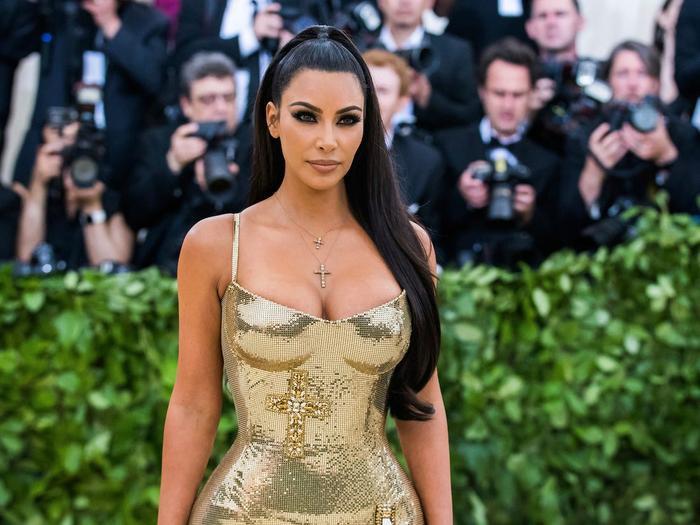Dân Mỹ đổ xô đi bơm ngực, bơm môi để hóa thành Kim Kardashian, Kylie Jenner dịp Halloween ảnh 4