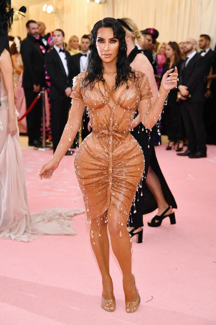 Dân Mỹ đổ xô đi bơm ngực, bơm môi để hóa thành Kim Kardashian, Kylie Jenner dịp Halloween ảnh 8