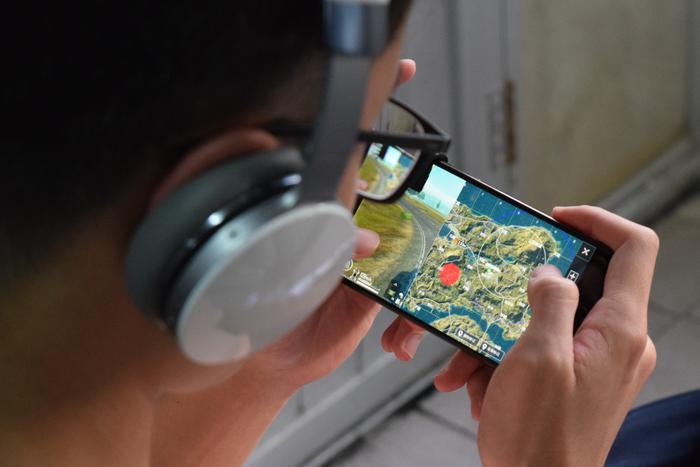 PUBG Mobile sẽ khoá tài khoản của người chơi đó theo thời gian thực, tùy vào mức độ nặng nhẹ, và có thể lên tới 10 năm.