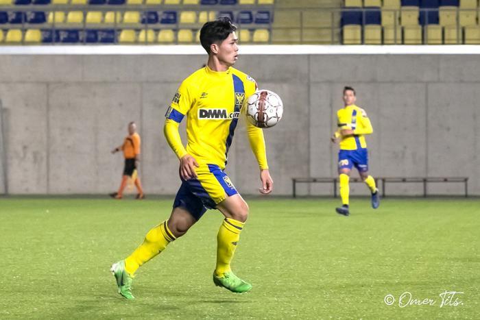 Sau gần 10 trận liên tiếpngồi dự bị hoặc không được đăng ký thi đấu ở Sint Truidense, Công Phượng mới đây đãgóp mặt trong cuộc đọ sức giữa đội trẻ STVV và Anderlecht khi được tung vào sân trong hiệp thi đấu thứ 2.