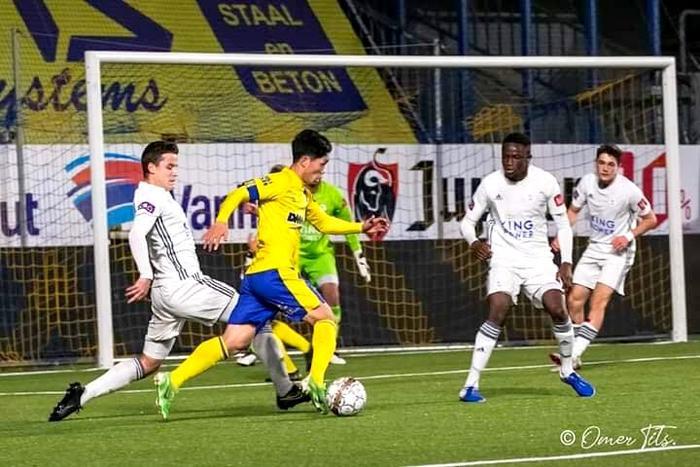 Bên cạnh đó, Công Phượng cũng có một pha đi bóng đầy khéo léo và tung đường chuyền thuận lợi cho Lee Seung Woo, cú dứt điểm của cầu thủ người Hàn Quốc cũng không thể chiến thắng được thủ môn của đội bạn. Chung cuộc, đội trẻ của STVV thất bại với tỷ số 1-4.