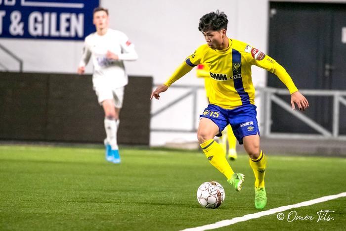 Sau khi vào sân, Công Phượng đã thi đấu năng nổ. Thậm chí, tiền đạo số 15 còn có cơ hội thuận lợi để ghi bàn khi đối diện với thủ môn đội trẻ Anderlecht. Dù vậy, chân sút người Việt Nam đã dứt điểm không thành công.