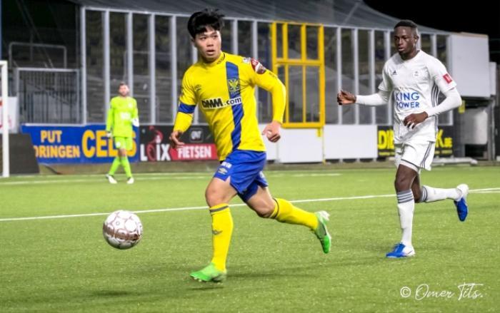Công Phượng vẫn khoác lên mình chiếc áo số 15 quen thuộc. Anh chơi trên hàng tấn công cùng Messi Hàn Quốc Lee Seung Woo. Những pha đi bóng của Công Phượng mở ra nhiều hướng tấn công hết sức nguy hiểm cho đội trẻ STVV.