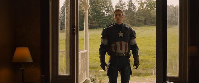 Ánh mắt đầy buồn bã và khao khát của Cap khi nhìn vào gia đình của Hawkeye.