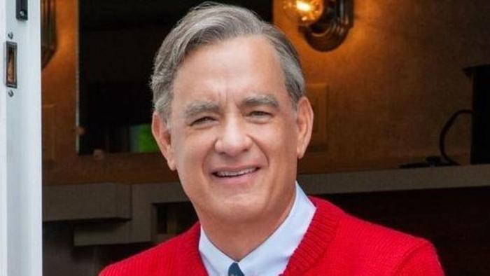 """Tom Hanks hóa thân thành Ngài Rogers trong """"A Beautiful Day in the Neighborhood""""."""