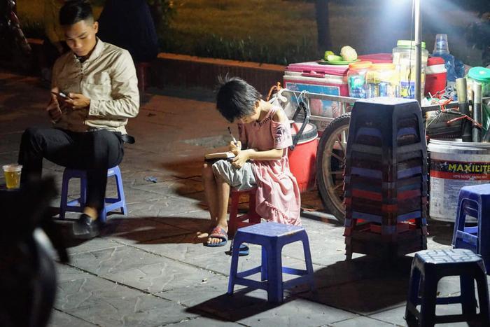 Cô gái Hà Nội bất chấp bị kỳ thị vẫn nhận nuôi bé gái lở loét khắp người và câu chuyện xót xa chạm đến trái tim ảnh 7